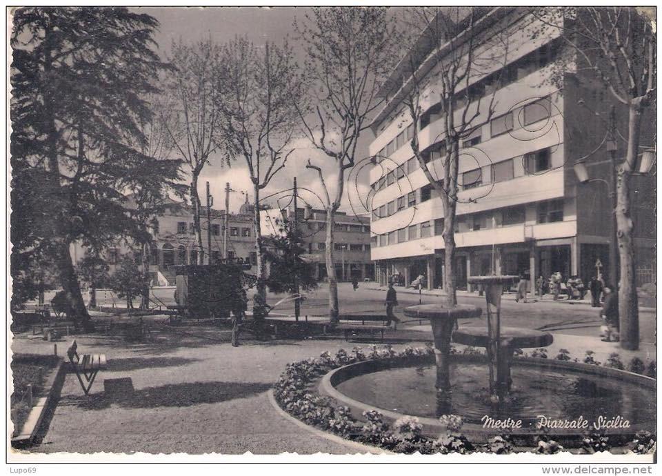 Piazzale Donatori di Sangue in una vecchia cartolina, che rappresenta com'era fino a poco tempo fa