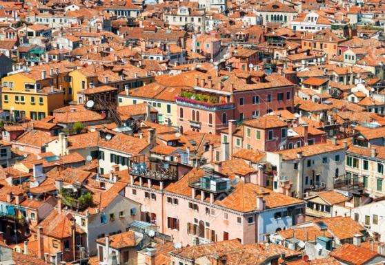 Venezia, cambia l\'imposta di soggiorno: varierà da 2 a 5 euro per ...