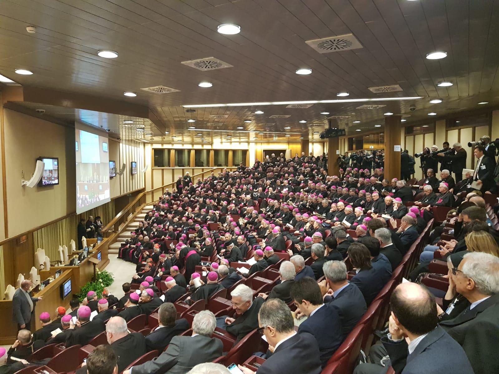 Il Papa alla Chiesa italiana: 'Basta ritardi'